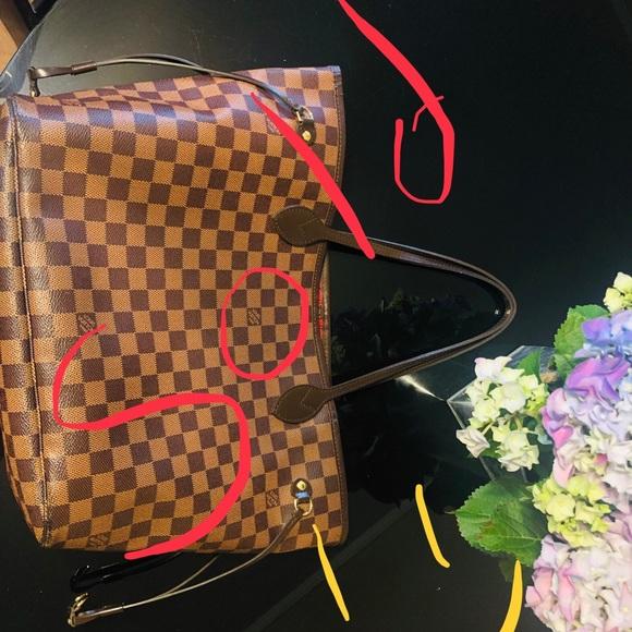 Louis Vuitton Handbags - Am a small bag girl